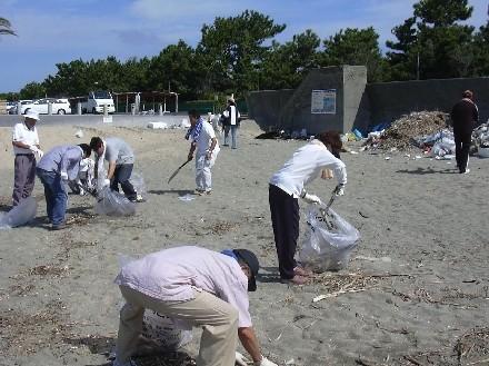 片男波海水浴場にて